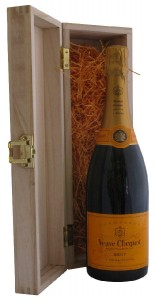 Champagne Veuve Clicquot Yellow Label in Wooden Pine Gift Box,