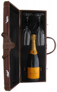 Toasting Gift Set with Champagne Vevue Clicquot Yellow Label Brut,